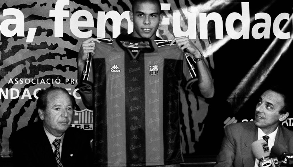Ronaldo at his Barcelona unveiling.